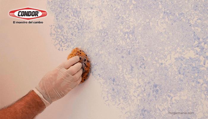 Aprende a usar la técnica del esponjado en tus paredes